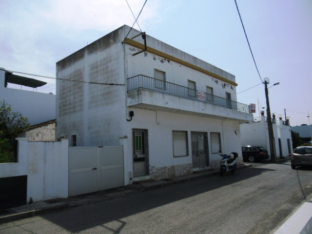 Traditionnal House  with Ground-Floor – Shop + 1st Floor T2 – Hortas – in Vila Real de Santo António